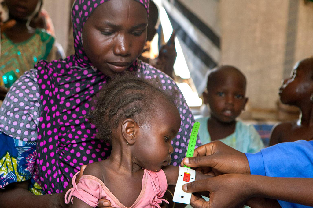 A nutrition screening for children in the Dalori camp for internally displaced people, in the north-eastern city of Maiduguri in Borno State. Photo: UNICEF/ Esiebo