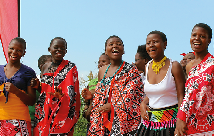 Traditional ceremonies are an opportunity to reach young people with life-saving information. © UNFPA/Meaghan Charkowick