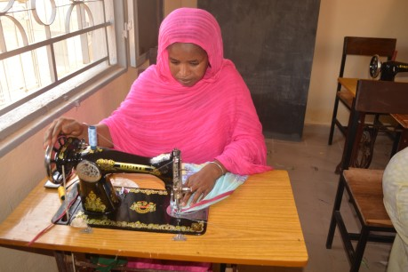 A young woman learns sewing at Soufouroulaye youth camp. The training is part of a regional programme to strengthen human security and resilience in the Sahel.