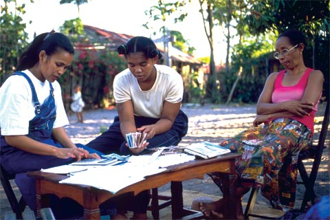 Women in Madagascar benefit from a micro-finance programme