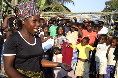 A theatre group in Mozambique educates communities about HIV/AIDS and other health issues