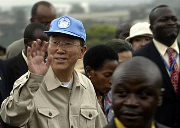 Mr. Ban Ki-moon visiting the Kibera slum in Nairobi