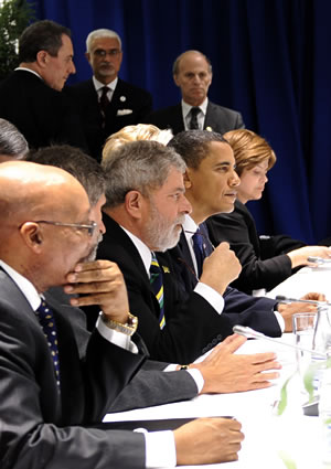 South African President Jacob Zuma (left), sitting next to Brazilian President Luis Inácio Lula da Silva and US President Barrack Obama, during a negotiating session at the climate change conference in Copenhagen