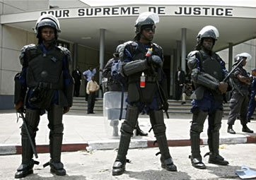 Riot police guard Supreme Court in Kinshasa