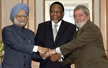 Indian Prime Minister Manmohan Singh, then South African President Kgalema Motlanthe and Brazilian President Luiz Inácio Lula da Silva, meeting in New Delhi in October 2008