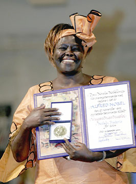 Ms. Wangari Maathai receiving the Nobel Peace Prize. Photo: Getty Images / AFP