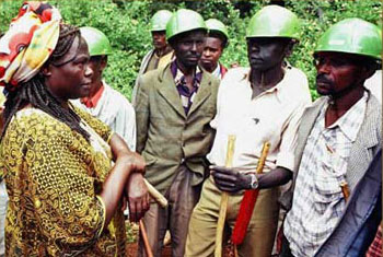 Ms. Maathai challenging government security guards during tree-planting drive in 1999
