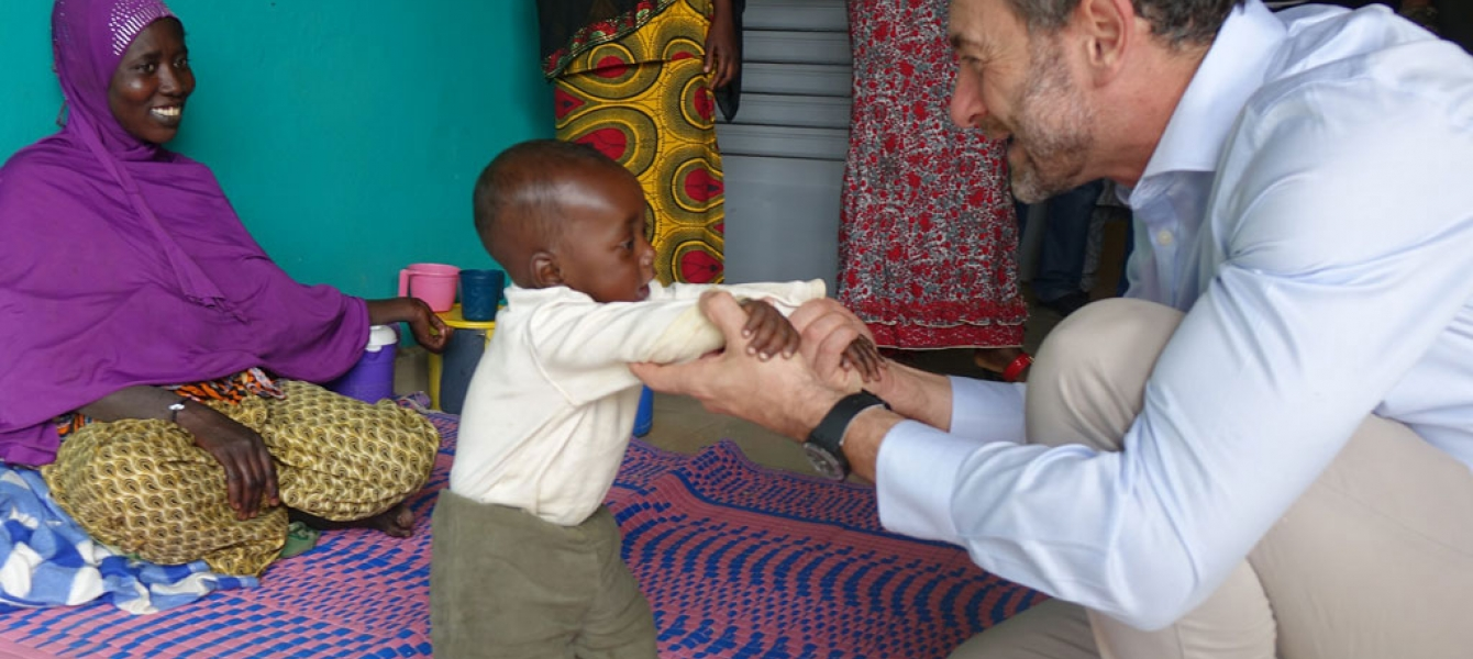 Regional Humanitarian Coordinator for the Sahel, Toby Lanzer, plays with a child at a Gao malnutrition treatment center in Mali. Photo: OCHA/A. Desgroseilliers