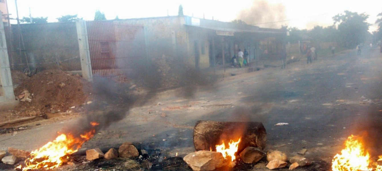 Burning barricades in Bujumbura, as turmoil erupted in Burundi. Photo: Desire Nimubona/IRIN