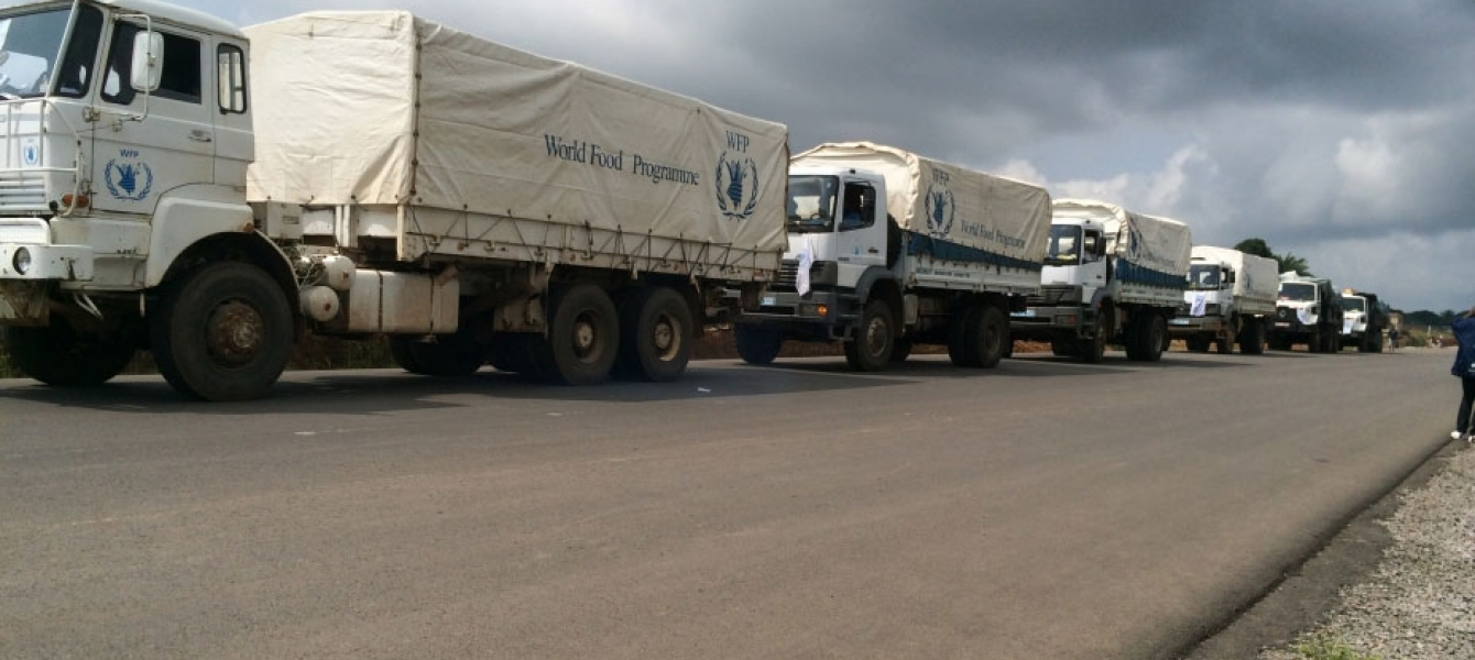 WFP food convoy delivers assistance across Sierra Leone to various districts (September 2014). Photo: WFP/Gon Myers