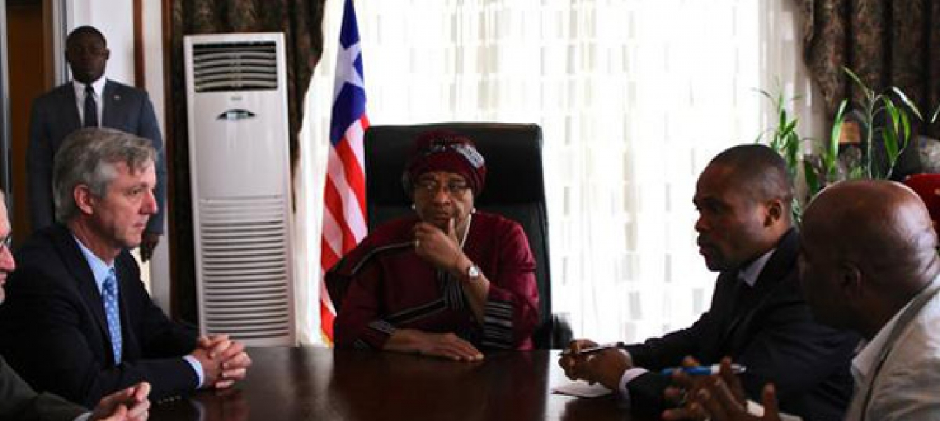 Head of the UN Mission for Ebola Emergency Response (UNMEER), Anthony Banbury (left) meeting with the President of Liberia Ellen Johnson-Sirleaf (to his left) in the capital Monrovia. Photo: UNMEER/Ari Gaitanis