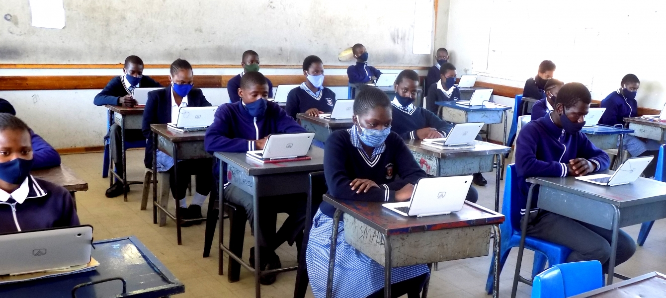 Botswana students and their teacher in a computer lab/Tiya Siyapo.