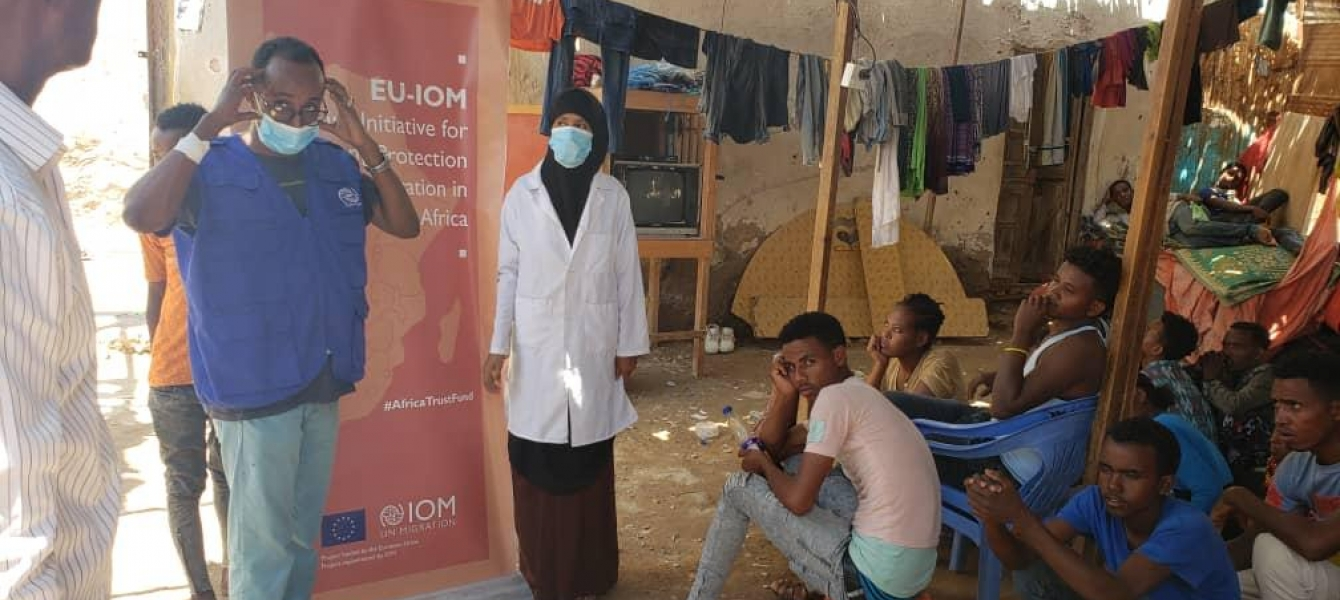 Staff from the Bosasso MRC in Puntland on an outreach in the informal settlement frequented by Ethiopian migrants
