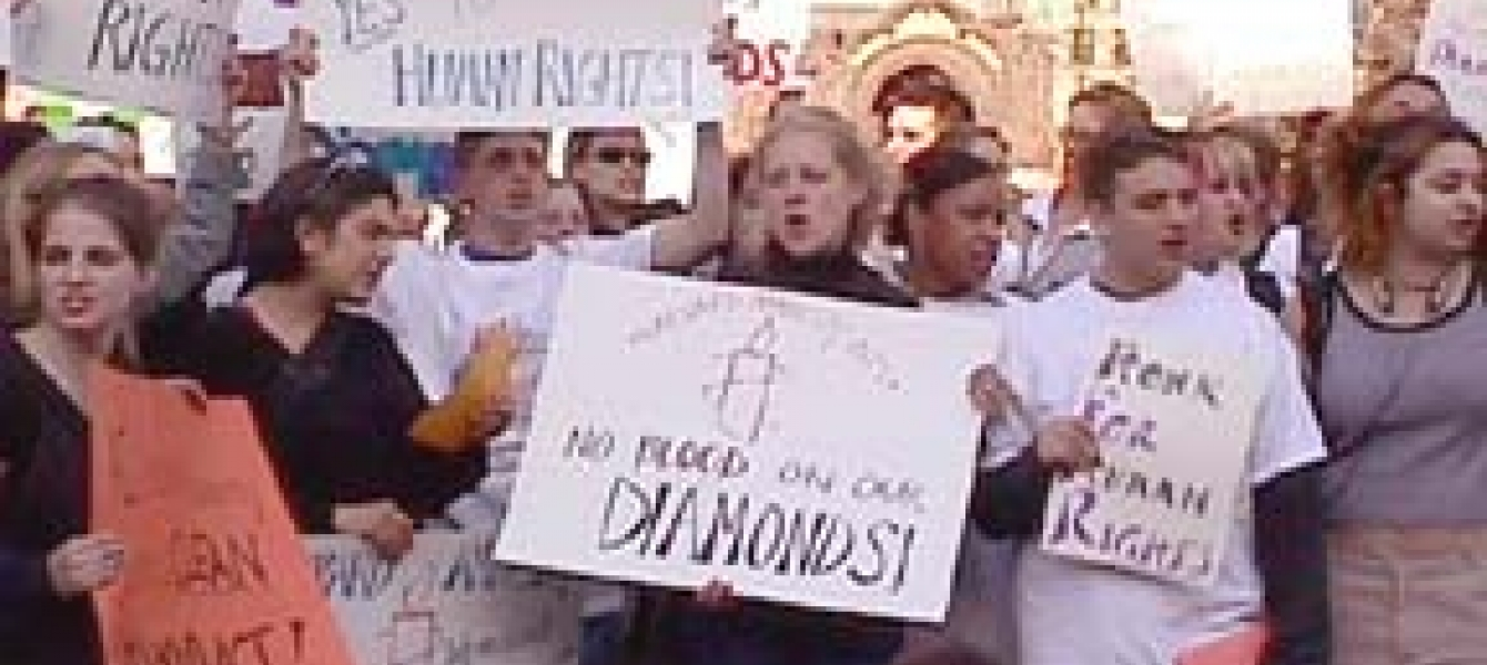"US students protest ""conflict diamonds"": diamond companies and exporting countries worry about impact on legitimate trade.  Photo: ©Physicians for Human Rights"
