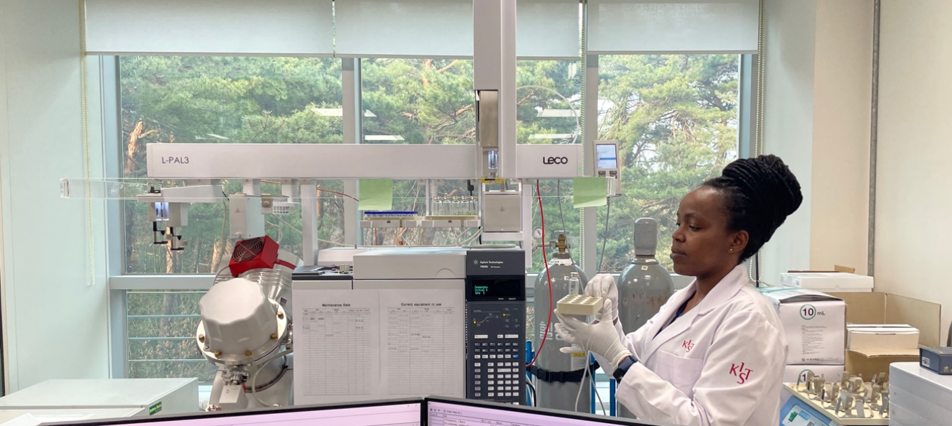 Sylvia Wairimu Maina, a PhD scholar at Sokoine University, Tanzania, conducting research at the Korea Institute of Science and Technology (KIST) in South Korea, where she is currently on sandwich placement. Her research aims to synthesize compounds in the