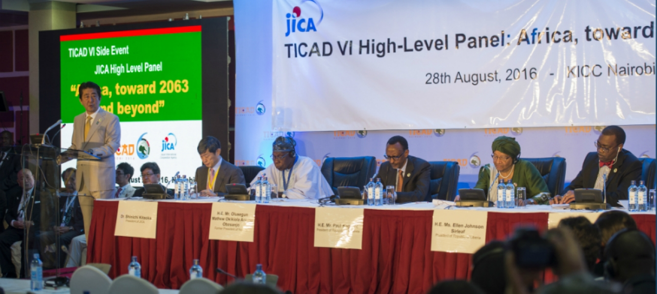 Japan's Prime Minister Shinzo Abe flanked by African leaders at TICAD-VI. Photo credit: Rwandan Presidency