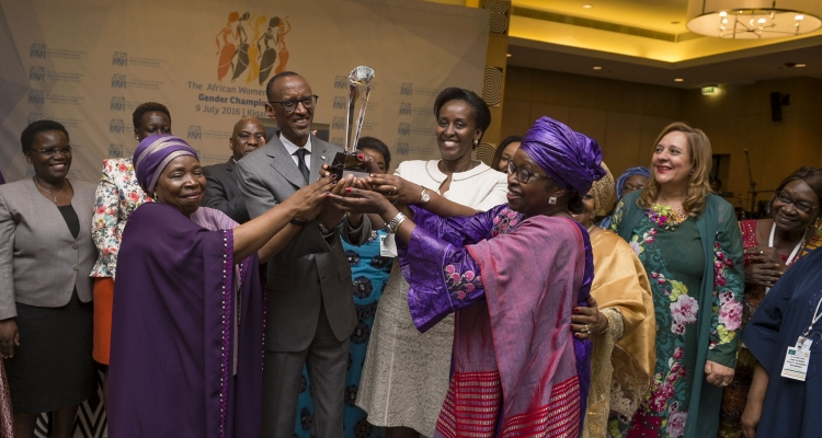 President Paul Kagame receiving the Gender Champion Award in 2016.
