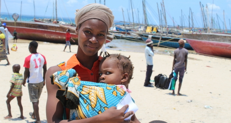"An image of Life is the most valuable thing I have at this moment,"" says Amina Daúde, 25, who escaped the violence with her husband and three children. © UNFPA Mozambique/Alex Muianga"