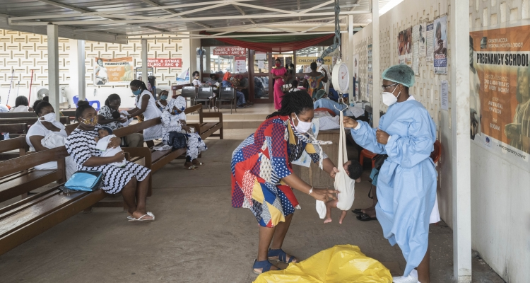 During the COVID-19 pandemic, WHO is supporting the Ghana Health Service in their efforts to continue providing essential medical services to the population. At the Greater Accra Regional Hospital, vaccinations continue to be offered along with other crit