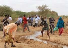 An irrigation canal being reinforced near the Kabasa displacement site, outside Doolow in southern Somalia. The work is supported by the World Food Programme. Photo: FAO/Frank Nyakairu