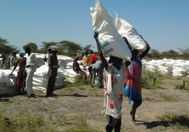 People in conflict-affected areas of South Sudan collect food from WFP. Photo: WFP/Peter Testuzza