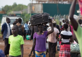 Refugees from South Sudan arrive at a UNHCR collection centre on the South Sudan border in Egelo, Uganda.  © UNHCR/Will Swanson