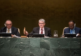 President of the seventieth session of the General Assembly, Mogens Lykketoft (centre), closes the annual general debate. UN Photo/Cia Pak