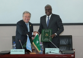 In Addis Ababa, Ethiopia, United Nations Secretary-General António Guterres and Moussa Faki, Chairperson of the African Union Commission, sign a Framework Agreement between the two organizations. January, 2018. Photo Credits: UN Photo/Antonio Fiorente