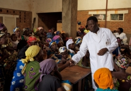 Dr. Denis Mukwege meets with women in the DRC.  Photo/Endre Vestvik