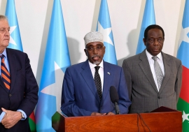 UN Photo/Ilyas Ahmed Sharif Hassan Sheikh Adan (center), the President of South West State of Somalia addresses journalists during a joint press conference in Baidoa. He is flanked by Nicholas Haysom (left), the UN Secretary-General's Special Representati