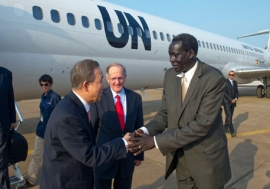 Ban Ki-moon is met by Southern Sudan Government Minister Deng Alor Kuol