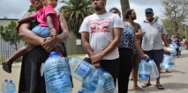 Cape Town residents queue to fill containers with water. Photo: AP Photo/Bram Janssen