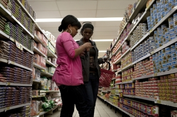 Customers shopping for groceries in a supermarket in Cape Town, South Africa. Photo: Panos / N. Rixon