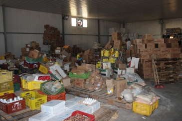 Humanitarian food assistance at the Zintan main food warehouse in the Nafusa Mountains, Libya. Photo: OCHA/Jihan El Alaily
