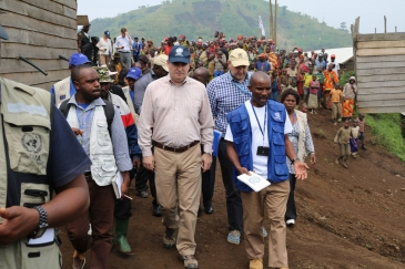 Operations Director of the Office of the Coordination of Humanitarian Affairs (OCHA), John Ging (centre), walks around the Kanaba IDP site in the Democratic Republic of the Congo (DRC) during a visit on 24 June 2016. Photo: OCHA/Vicky Prekabo