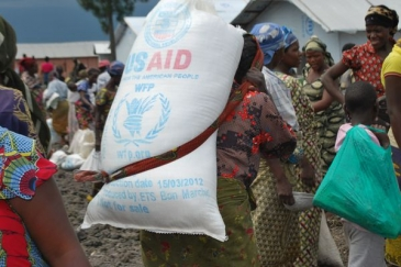 In the provinces of North and South Kivu, WFP provides emergency food assistance to the internally displaced