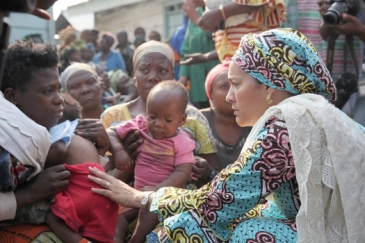 Deputy UN secretary-general Amina Mohammed  (right) in Mugunga camp for internally displaced persons in the DRC. Photo: UN Photos/Myriam Asman