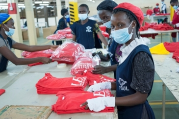 Textile workers at a factory in Kampala, Uganda.  Photo: Alamy Stock Photo / Jonathan Rosenthal