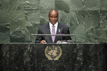 Foreign Minister Samura Kamara of Sierra Leone addresses the General Assembly. UN Photo/Kim Haughton