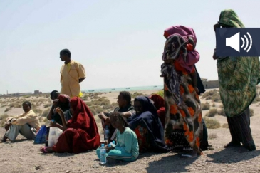 Somali refugees wait on Yemen's Red Sea coast for transport to Aden. File Photo: UNHCR/R. Nuri