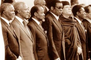 At AU launch, from left:   Thabo Mbeki (South Africa), Kofi Annan (UN), Joaquim Chissano (Mozambique), Gnassingbé Eyadéma (Togo), Muammar el-Qaddafi (Libya).