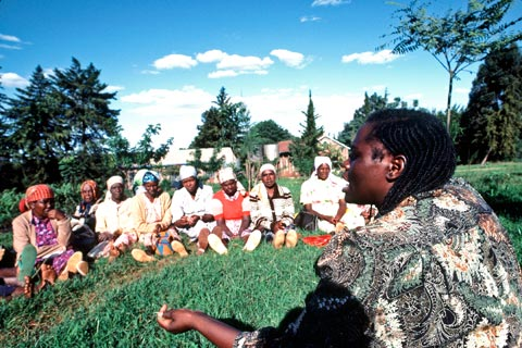 Wangari Maathai, talking in 1983 with members of the Green Belt Movement environmental group she founded in Kenya