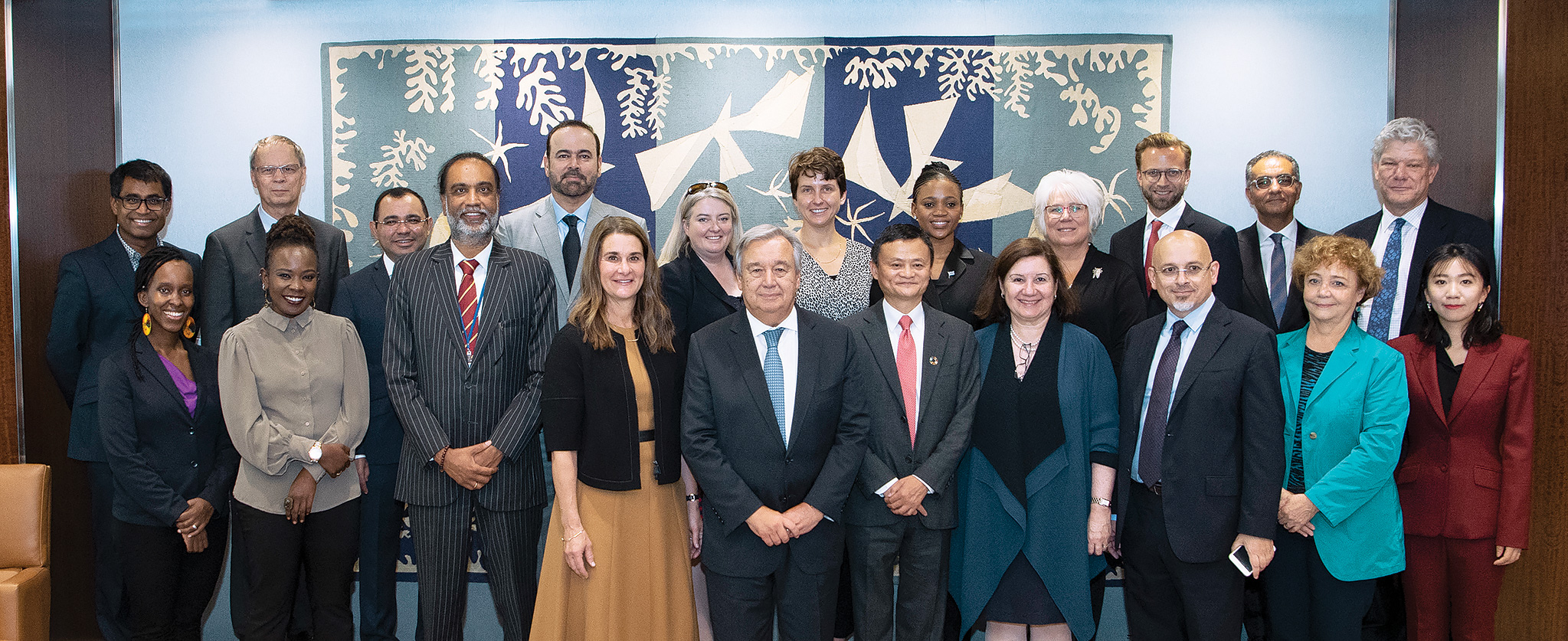 Secretary-General António Guterres (centre) meets with members of the High-level Panel on Digital Cooperation. He is flanked by Melinda Gates (left), Co-Chair of the Bill and Melinda Gates Foundation, and Jack Ma (right), Founder and Executive Chairman of the Alibaba Group.