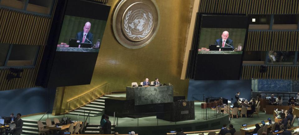 Peter Thomson (left), President of the 71st session of the UNGA.