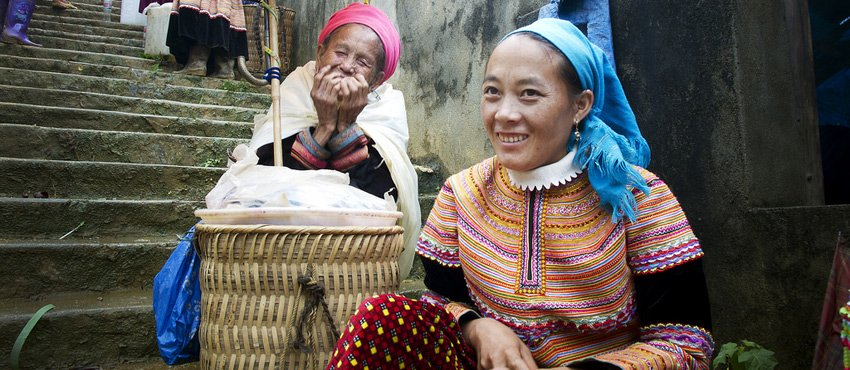Vietnamese women selling cooked rice.