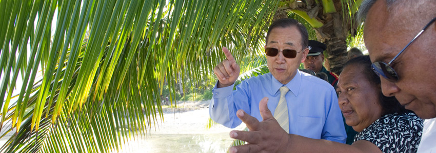 Secretary-General Ban Ki-moon talks to island people