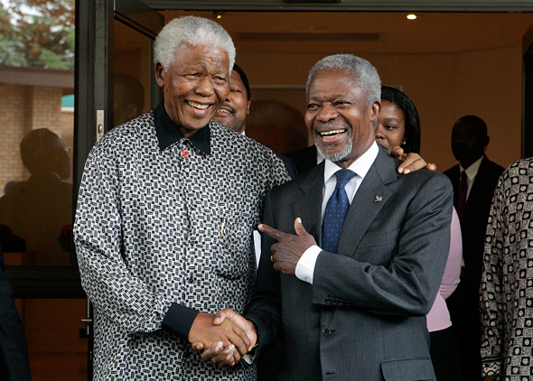 Secretary-General Kofi Annan (right) meets with former South African President Nelson Mandela in Houghton, Johannesburg, South Africa. 15 March 2006.