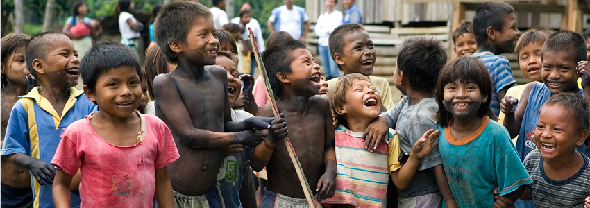 A view of indigenous children from the Embera people, displaced by armed conflict.