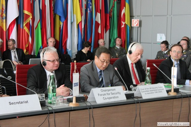 Ambassador Kim Sook (centre), Chair of the 1540 Committee, and Permanent Representative of the Republic of Korea to the United Nations, New York, addressing a Dialogue meeting of the Organisation for Security and Cooperation in Europe's (OSCE) Forum for Security Cooperation (FSC) in Vienna on 15 May 2013. To the left is the Chair of the FSC Dialogue meeting, Ambassador Giedrius Cekuolis Permanent Representative of the Republic of Lithuania to the OSCE.