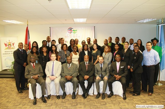 Participants photograph during the 1540 Committee visit to Trinidad and Tobago at the invitation of its Government (17-19 April 2013)